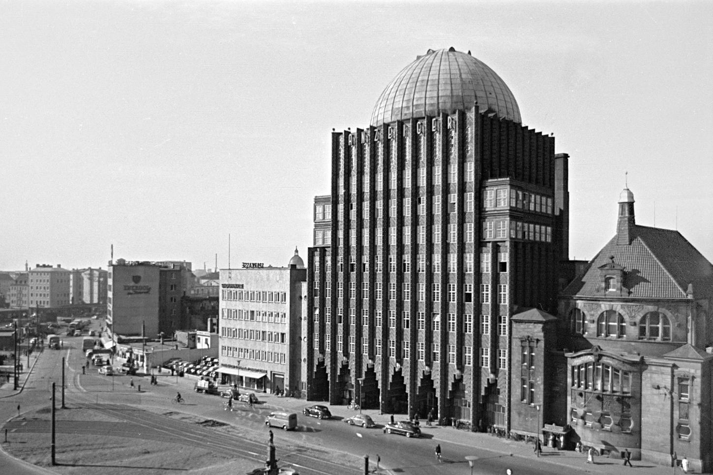 Das Anzeiger-Hochhaus an der Goseriede im Jahr 1954.