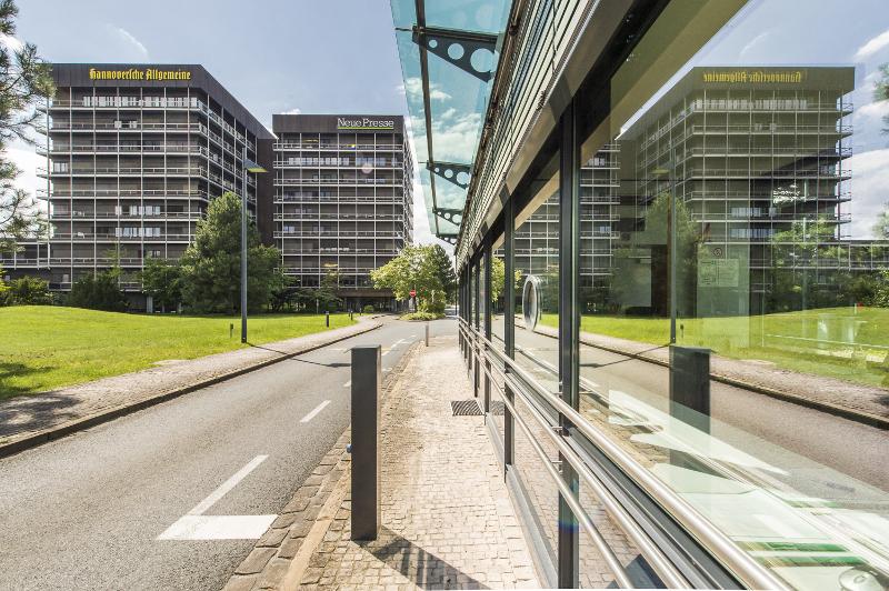 In das heutige Pressehaus in der August-Madsack-Straße – dem Sitz der MADSACK Mediengruppe – zieht der Verlag 1974 ein.