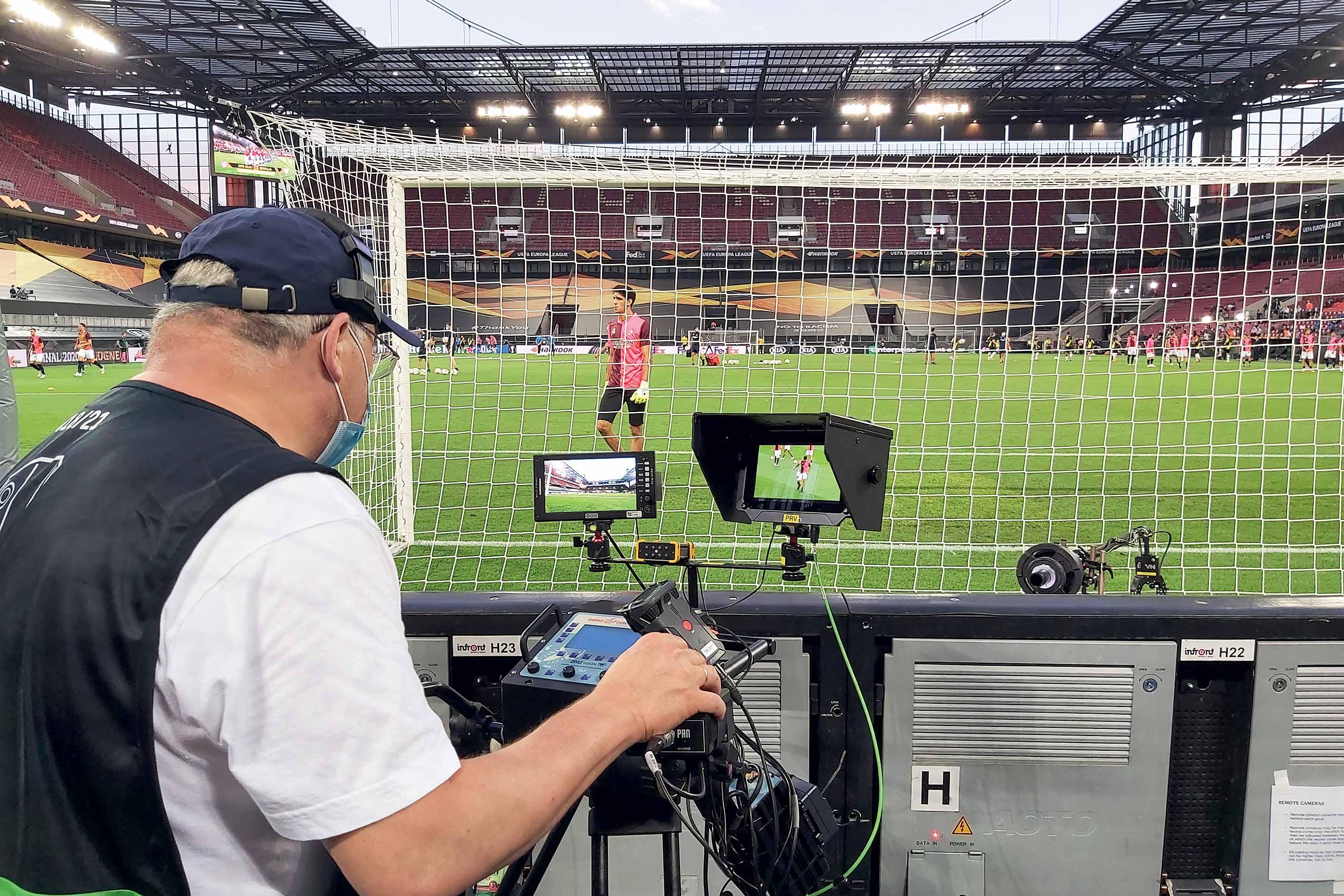 Wenn der zwölfte Mann fehlt: Fans müssen zu Hause bleiben – umso wichtiger ist die Liveübertragung der Fußballspiele, die TVN auch unter schwierigsten Bedingungen gewährleistet.